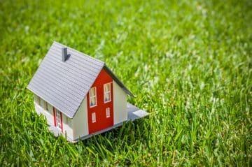 Нужно ли платить налог с дарственной в 2020 - на квратиру, на долю, на дом, на землю