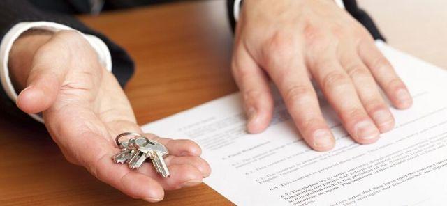 Дарение доли в квартире в 2020 - между близкими родственниками, нужен ли нотариус, как оформить