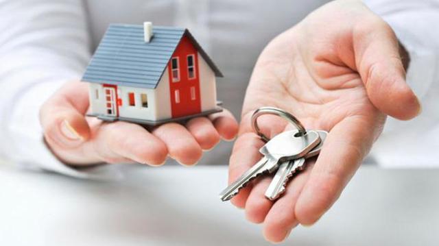 Приватизация квартиры с долгами по коммунальным платежам в 2020 - можно ли