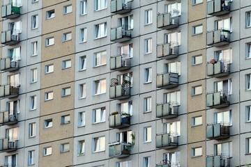 Продажа квартиры с долгами по коммунальным платежам в 2020 - можно ли
